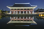 Night view of Gyeongbokgung  Palace in South Korea — Stock Photo
