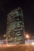 Beautiful night view of buildings and traffic — 图库照片