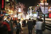 Ulice myeong-dong, seoul v jižní koreji — Stock fotografie
