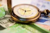 Won surcoreano moneda con un reloj de bolsillo — Foto de Stock