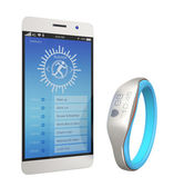 Smart wristband synchronizing with smartphone — Stock Photo