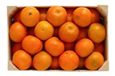 Wooden box filled with tangerines — Stockfoto