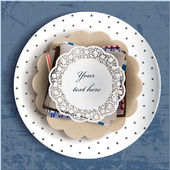 Lace doily on plate — Stock vektor