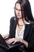 Gestionnaire travaillant sur ordinateur portable — Photo