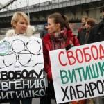 Civil society activists Yevgeniya Chirikova and Tatyana Kargina to picket in support of political prisoner Vitishko — Foto de Stock
