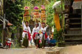 BALI - JANUARY 14: Village women carry offerings of food baskets on their heads in a procession to the village temple in Ubud district on January 14, 2010 in Bali, Indonesia. — Stock Photo