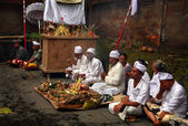 Balinese Hindu priests — Stock Photo