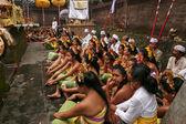 Balinese maidens prepare for cer — Foto de Stock