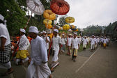 Hindu devotees walking out of temple — Stock Photo