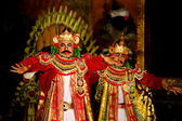 Balinese king acts in a mythology play. — Stockfoto
