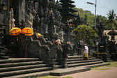 Devotees enter a Balinese — Стоковое фото