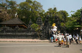 Devotees enter a Balinese — Stock Photo