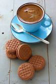 A cup of black coffee and chocolate biscuits — Stock Photo