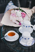 Cup of tea standing near teapot and sugar bowl — Stok fotoğraf