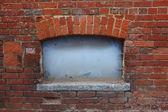 Damaged brick wall — Stock Photo