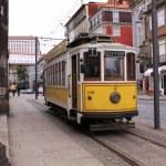 Oude tram in een straat aan het einde van de rails — Stock Photo