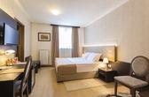 Bright hotel room interior — Stock Photo