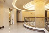 Large crystal chandelier on hotel building top floor — Stock Photo