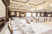 Head table at banquet hall — Stock Photo