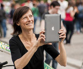 Woman Taking Photo with Ipad — Stock Photo