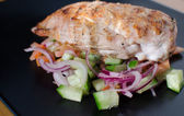 Grilled chicken with panzanella salat — Stockfoto