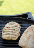 Chicken steak on grill — ストック写真