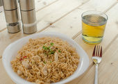 Chinese noodles with chicken — Stock Photo