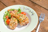 Grilled chicken drumstick with vegetable — Stockfoto