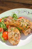Grilled chicken drumstick with vegetable — Stock Photo
