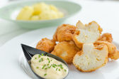 Fried cauliflower with homemade mayonnaise — Stockfoto