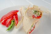 Abrigo a la plancha con ajo fresco, crema y verduras con aderezo de aceite dressingoil — Foto de Stock
