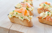 Toast with smoked salmon with scrambled eggs — Stock Photo