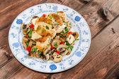 Mantar ve soğan tavuk göğsü — Stok fotoğraf