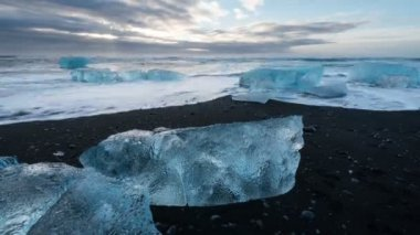 Iceland ice beach near Jokulsarlon Glacier Lagoon — Stock Video