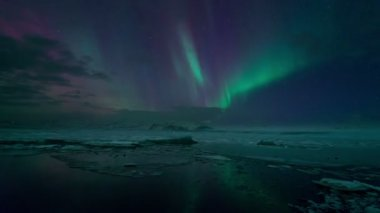 Northern Lights (Aurora) over Jokulsarlon Glacier Lagoon, Iceland — Wideo stockowe