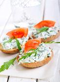Bruschetta with cheese and rocket spread — Stock Photo