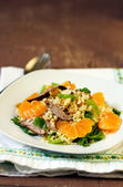 Bulghar wheat, liver and clementine salad — Stock Photo