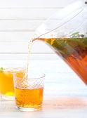 Pouring ice tea  — Stock Photo