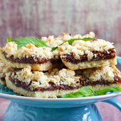 Crumble bars with fig filling — Stock Photo