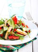 Salad with vinaigrette dressing  — Stock Photo