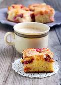 Tranche de gâteau prune — Photo