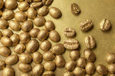 Złote ziarna kawy — Zdjęcie stockowe