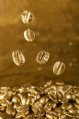 Golden cafe - coffee beans  — Stockfoto