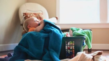 Baby In Towel Basket Dolly — 图库视频影像