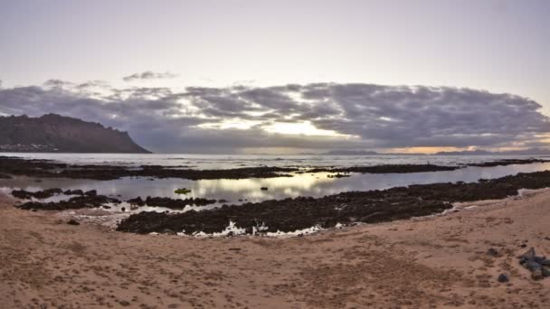 Beach time lapse clip during sunset — Vidéo