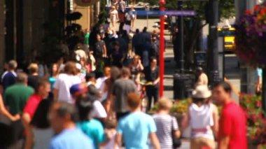 Městské pěší chůze ve městě — Stock video