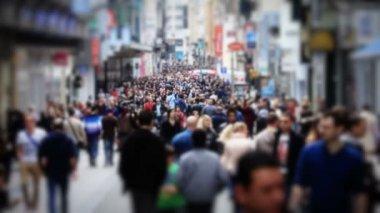 City pedestrian traffic shot on a busy Brussels street — Stock Video