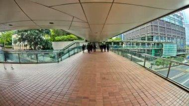 Elevated walkway in Hong Kong. — Stock Video