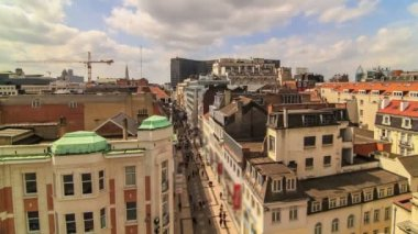 Busy Brussels shopping street and cityscape. — Stock Video