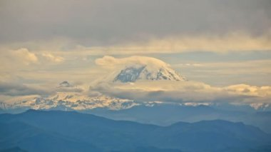 Beautiful Mt Rainier mountain — Stock Video